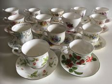 Fourteen English cups and saucers