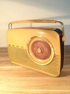 BUSH transistor radio remake model 1959 TR82 in impeccable condition