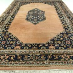 Kerman – 244 x 173 cm – oriental eye-catcher in salmon - in beautiful condition - with certificate