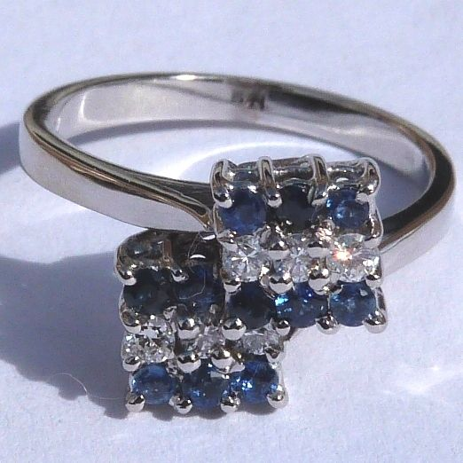 18 kt gold ring with diamonds and sapphires, Total of 3.4 ct/size 50