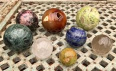 Interesting collection of Mineral spheres - 4.7 to 8.5 cm - 4.25 kg  (8)