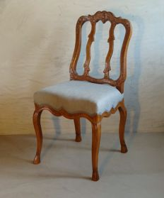 A Rococo carved chestnut wooden chair - Liege/Aachen - approx. 1750/1760