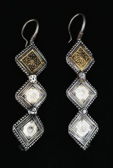 Antique silver earrings with gold-coloured silver inserts - Pakistan, late 19th century