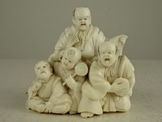 Ivory okimono of a group of entertainers - Japan - ca. 1900