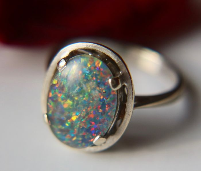 14kt./585 gold ring with an Opal of approx. 1.80CT. on a big oval ring head - Ringsize ca. 17.4mm (can be resized)