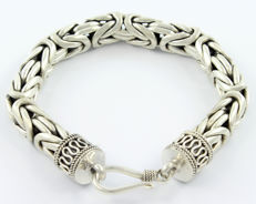 Thick bracelet made of sterling silver (925/1000) Byzantine links