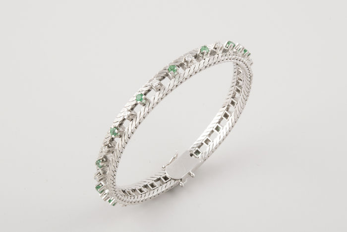 18 kt white gold bracelet with diamonds and emeralds