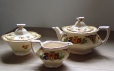 John Maddock & Sons - Teapot - sugar bowl - milk jug - 9 English cups including Royal Albert and 6 pastry dishes