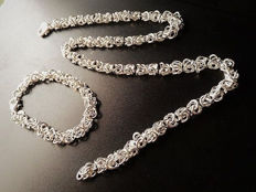 Necklace and bracelet set made of 925 silver and consisting of multiple intertwined links, 50 and 20 cm in length