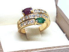 Ring in 18 kt gold with quartzes and diamonds totalling 0.34 ct.