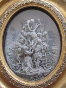 Descent from the cross in high relief with a wooden frame behind glass - France - 20th century