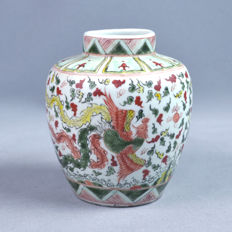 A Wucaï style Chinese vase - China - mid 20th century