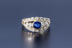 Gold ring made of 750 yellow gold with central sapphire (oval-cut) flanked by 22 diamonds (brilliant-cut) approx. 0.74 ct