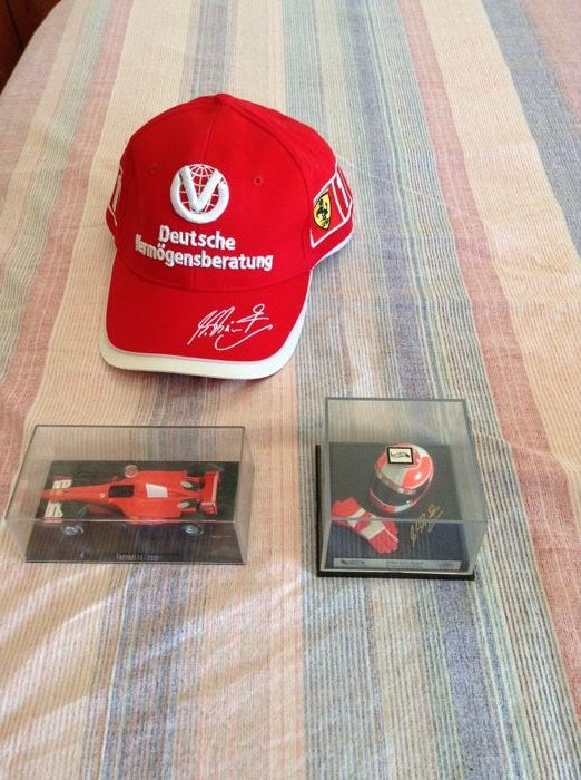 Lot Schumacher including helmet + F1 model 1/43 scale +  Schumacher signed cap (printed)