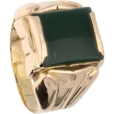 14 kt Yellow gold signet ring set with jade – Ring size: 21 mm
