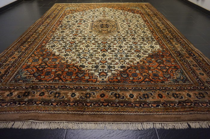 Magnificent hand-knotted oriental carpet, Indo Bidjar Herati with medallion, 250 x 350 cm, made in India