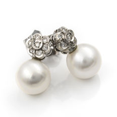 White gold, 750/1000 (18 kt) – 14 diamonds, 0.25 ct – Australian South Sea pearls of 10.00 mm