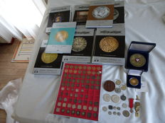 The Netherlands and World - various coins and medals and 2 medallions 1852/2013 (94 pieces), including 6 x silver and 9 x catalogues
