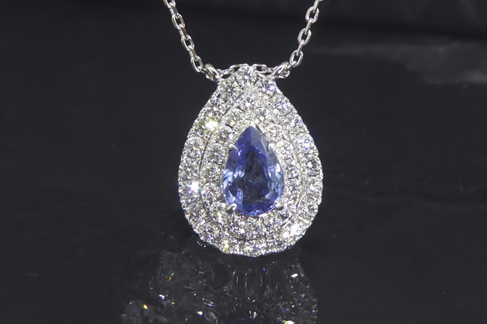 Pendant with blue sapphire 1.00ct & 36 brilliant-cut diamonds -  totaal 0.70 ct