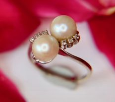 ! 18Kt white Gold vintage ring with 2 Akoya pearls and diamonds from Germany