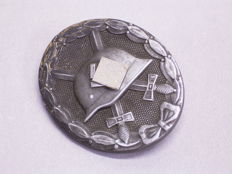Badge: Wounded badge in silver, Germany World War II Third Reich, manufacturer's number 26
