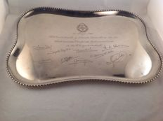 Silver serving tray with decorative rim engraving, inscription and signatures - Spain - ca 1966