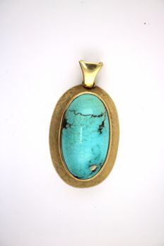 Turquoise pendant made of 14 kt yellow gold with one turquoise stone