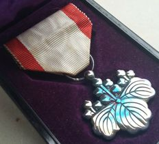 WWII. Japanese medal in box. Order of the rising sun Silver 8th class. Very good condition!!