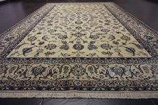 Beautiful fine Persian palace carpet Nain carpet wool with silk made in Iran province Nain 200X320 cm