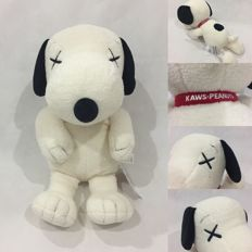 Kaws x Peanuts UT Collection Toy ( Limited Edition ) - Size M