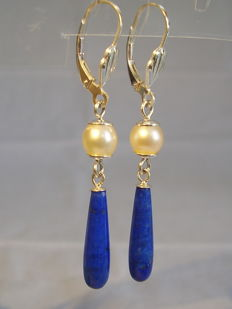 Earrings with lapis lazuli pendeloques and genuine white Akoya pearls