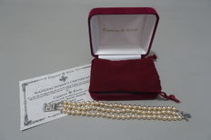 CAMROSE & KROSS - JACKIE KENNEDY - Triple Strand Ivory Faux Pearl Bracelet with Box & Certificate of Authenticity