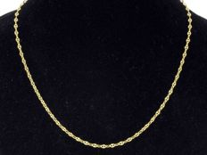 18k Gold Necklace. Chain. Length 45 cm. No reserve price.