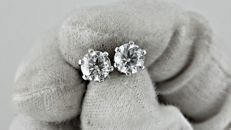 1.98 ct round diamond stud earrings 14 kt white gold