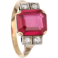 18 kt - Yellow gold ring set with four diamonds of approx. 0.16 ct in total and a synthetic ruby - Ring size: 18.5 mm