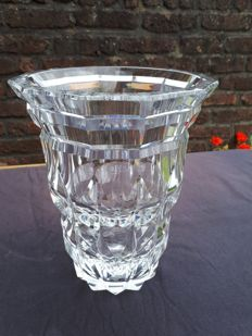 Crystal vase signed Val Saint Lambert by hand  3.650 kg, Belgium, middle of the 20th century