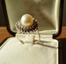 Gold ring with natural diamonds and natural pearl — 1940