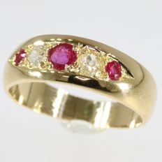 Gold Victorian ring with diamonds and rubies - anno 1880