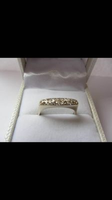 14 kt gold ring with diamonds totalling 0.20 ct – Dimensions: 17.5 mm
