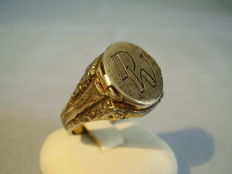 Antique men's ring with secret compartment / poison ring
