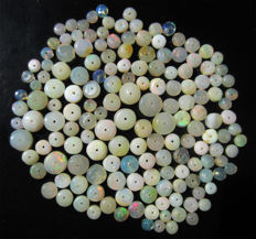 Lot of multi-coloured opals -  from 2 to 6.5mm - 56 cts (160)
