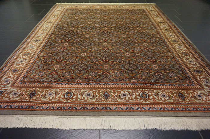 Magnificent handwoven Oriental carpet Indo Bidjar Herati without medallion 200 x 225 cm made in India in very good condition