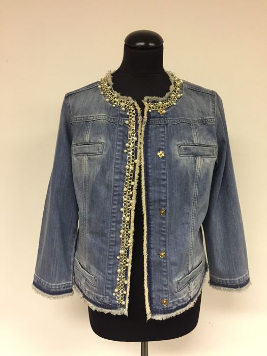 huge selection of c726d d8e3a Liu Jo – jeans jacket with pearls and chains - Catawiki
