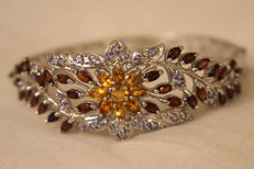 Women's bracelet with natural tanzanite, garnet and citrine