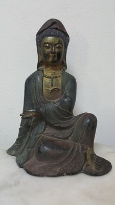 Bronze seated goddess of mercy 'Guan-Yin' - China - second half 20th Century.