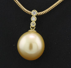 Gold cultured South Sea pearl brilliant pendant, 10.5 mm, 750 yellow gold -- no reserve price --
