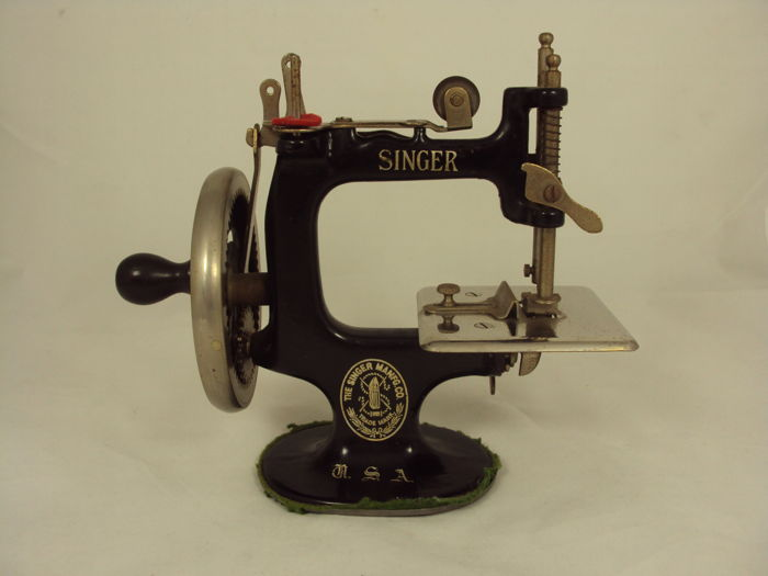 Antique Miniature Singer 40 Sewing Machine Ca 1940 Catawiki Impressive Singer 20 Sewing Machine