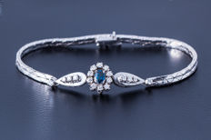Sapphire Diamond bracelet made of 585 white gold with central sapphire (oval cut) flanked by 18 diamonds (brilliant cut) approx. 0.5 ct - length 185 mm