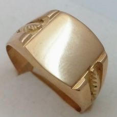 Men's signet ring made from shiny/matte 18 kt yellow gold - size 64