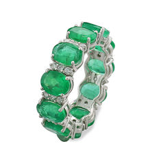 Memory ring: Emerald-brilliant-ring 8.55ct in total, including emeralds of 7.95ct, 750 white gold --no reserve price!---